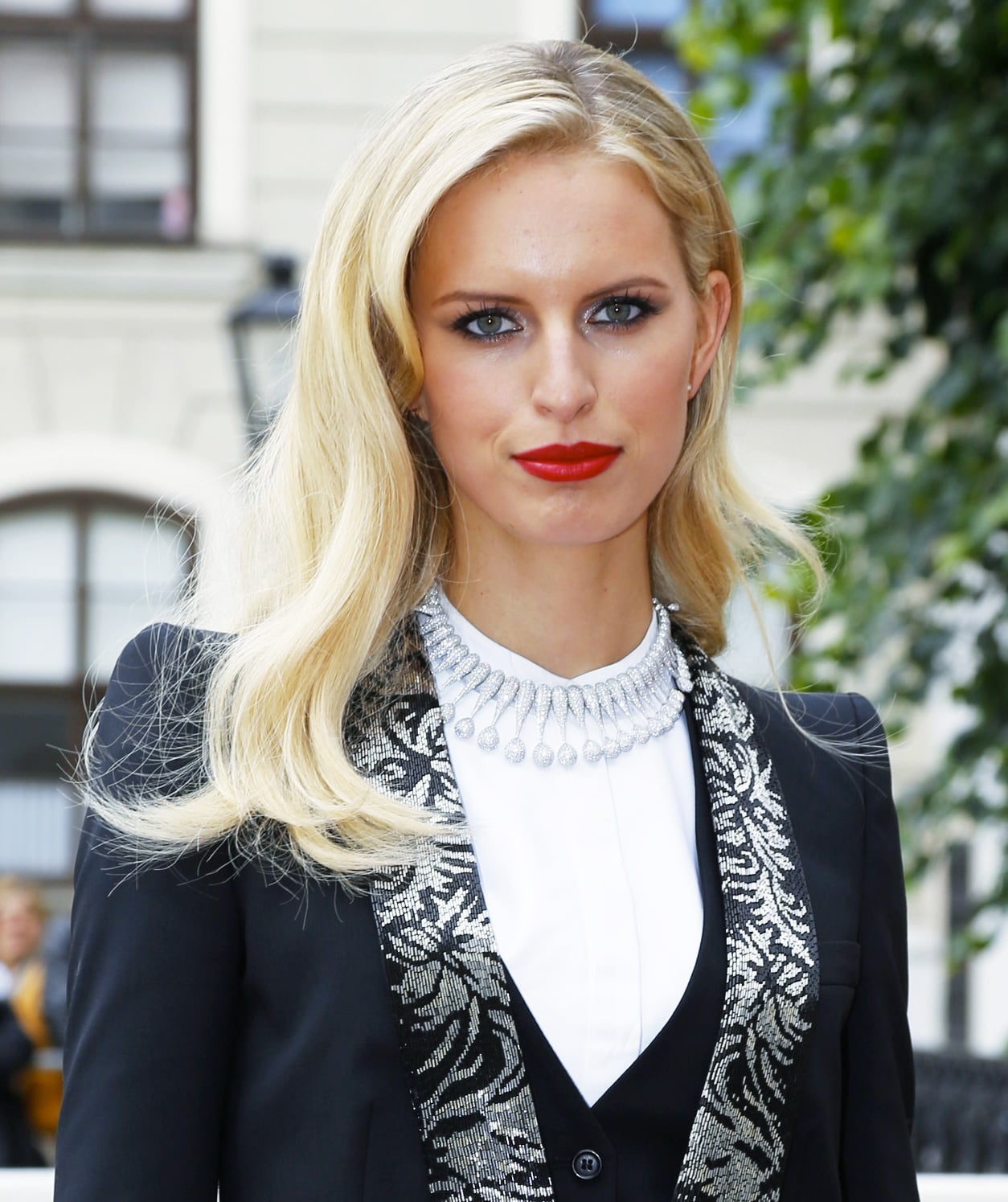 For the AIDS Solidarity Gala 2013 in Austria earlier this week, model Karolina Kurkova opted for soft blond waves and a bold crimson lipstick.
