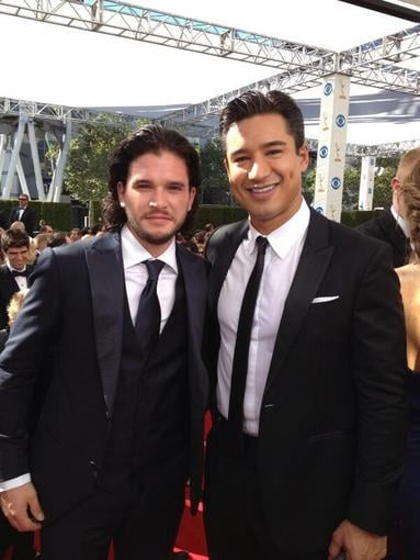 Kit Harington caught up with Mario Lopez for a red carpet interview. Source: Twitter user MarioLopezExtra