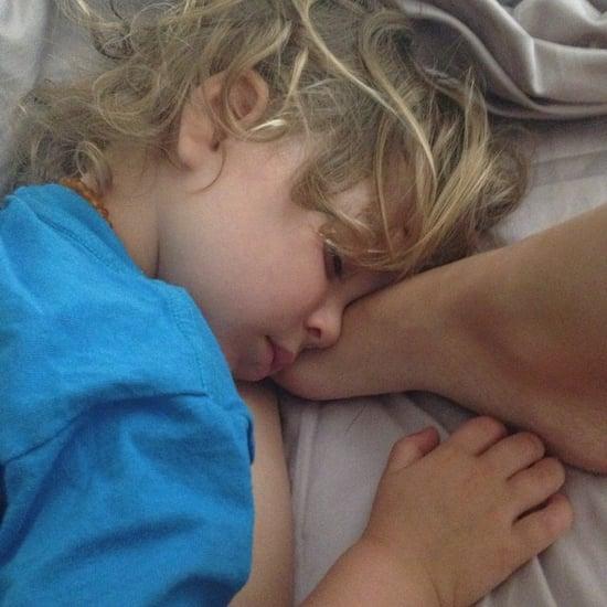 Arthur-Bleick-snuggled-mom-Selma-Blair-foot