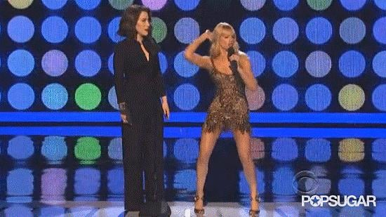 """9. People's Choice Awards Cohost Beth Behrs Dances to """"Baby Got Back"""""""