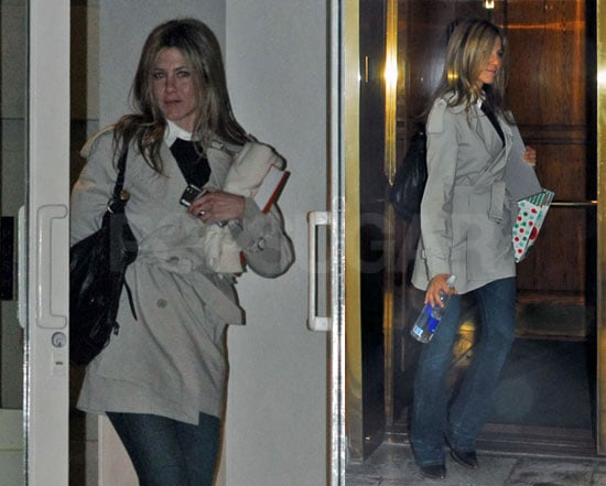Jennifer Aniston Prepares for the Holidays