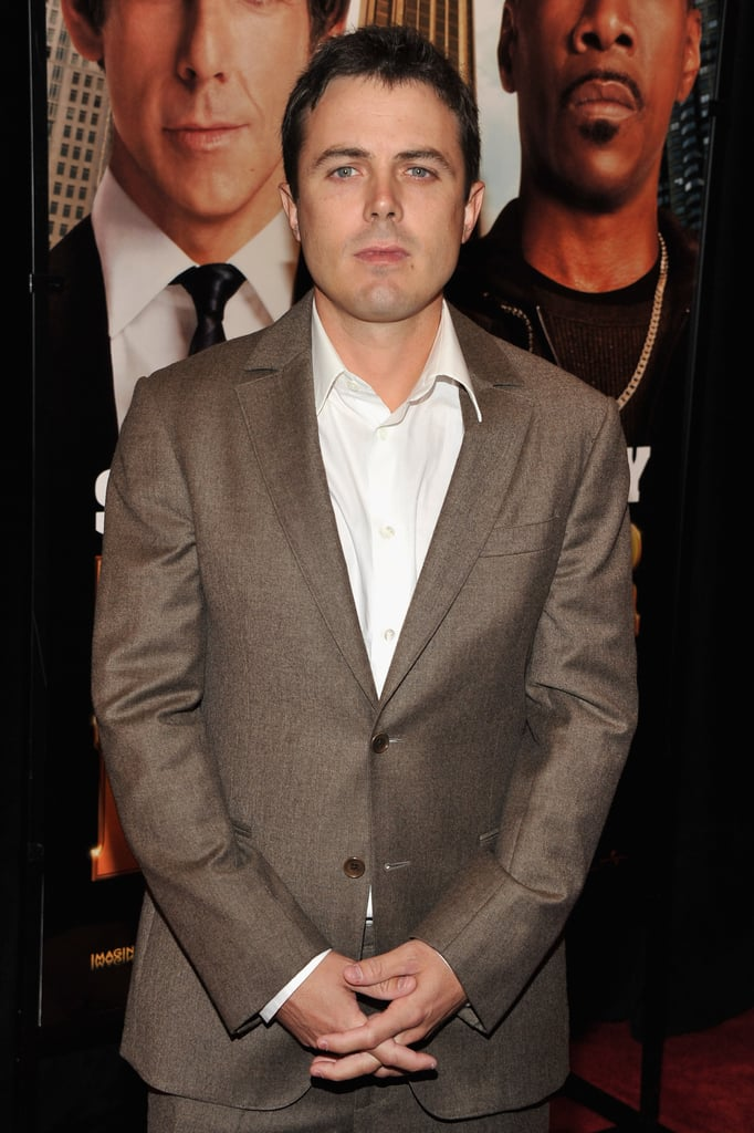 Casey Affleck stood solo on the red carpet.
