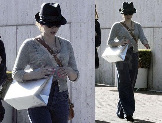 Pictures of Iron Man 2 Star Scarlett Johansson Shopping in LA