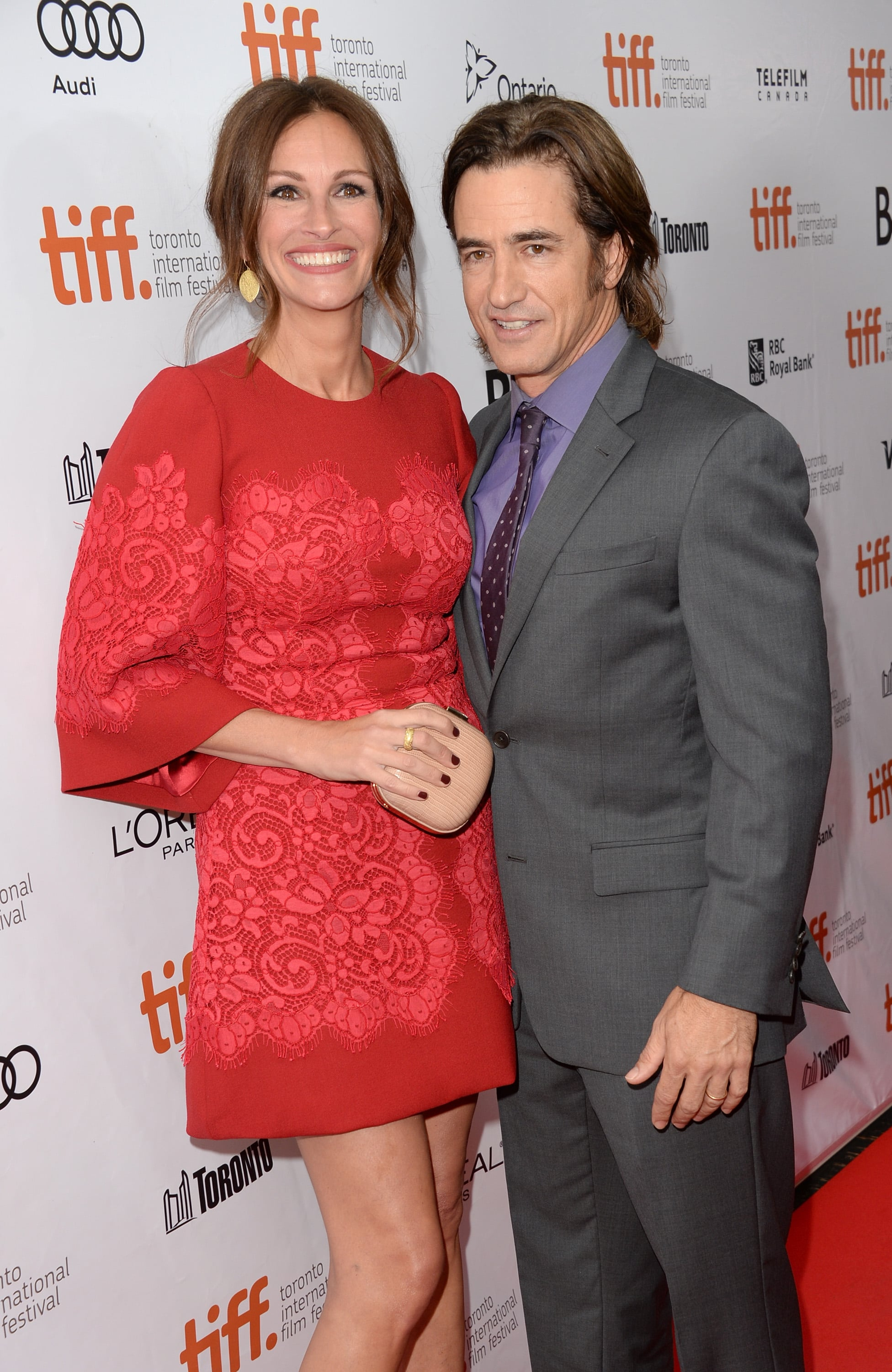 Julia Roberts and Dermot Mulroney posed together at the August: Osage County premiere.