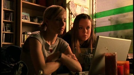 She also knows how to ask for help, enlisting the help of her computer-whiz BFF, Mac. Source: Warner Brothers