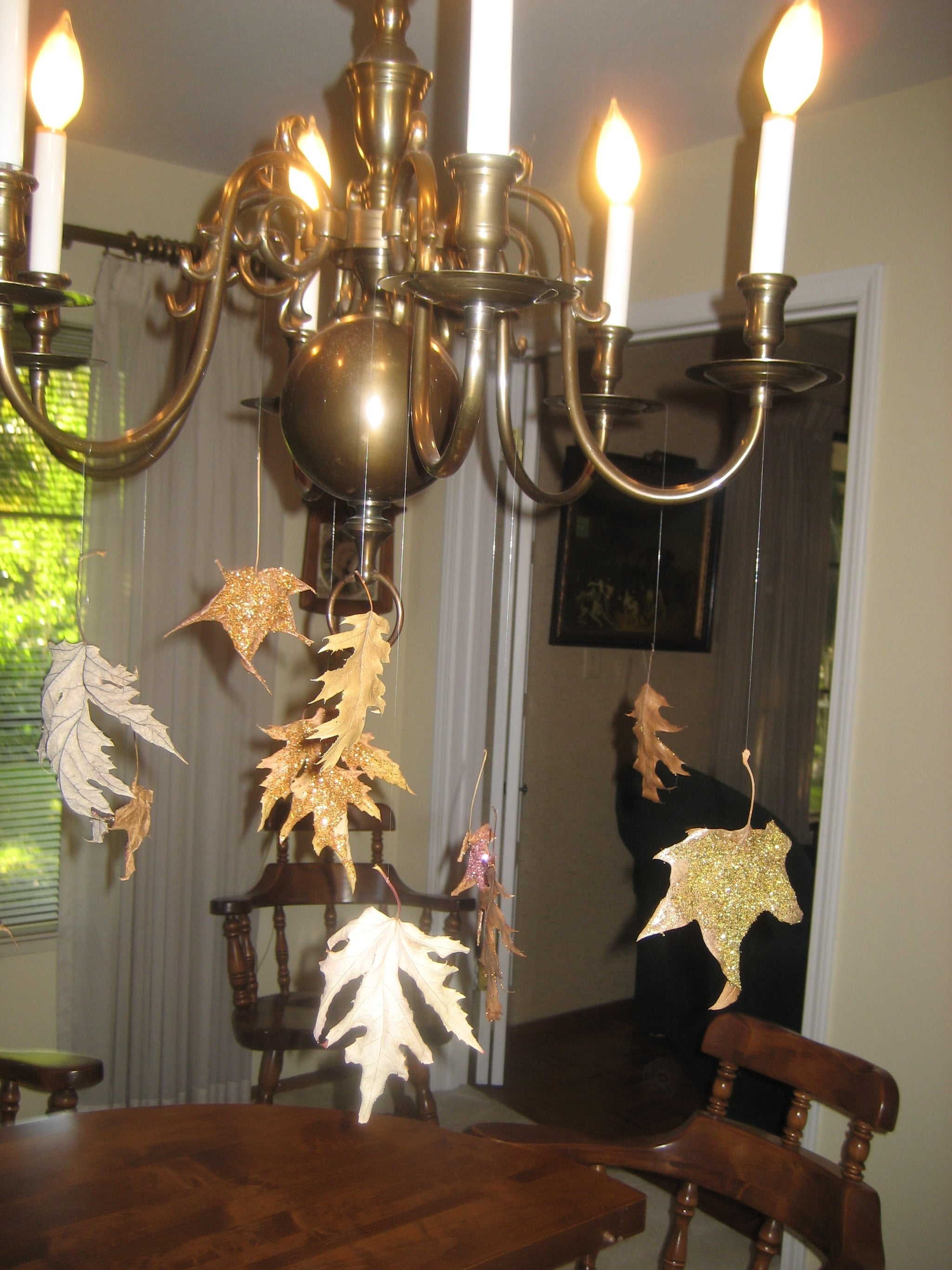 DIY: Glitter Falling Leaves
