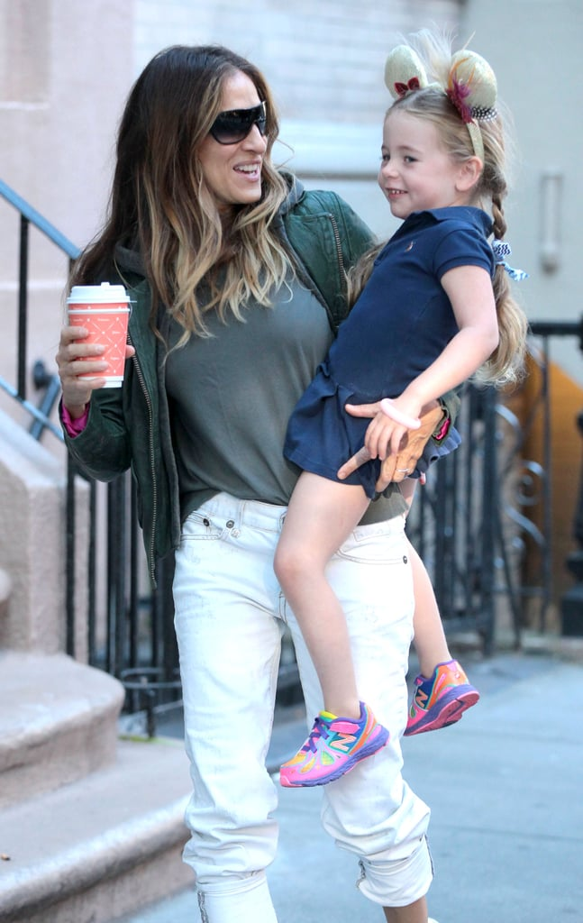 Sarah Jessica Parker held onto her daughter.