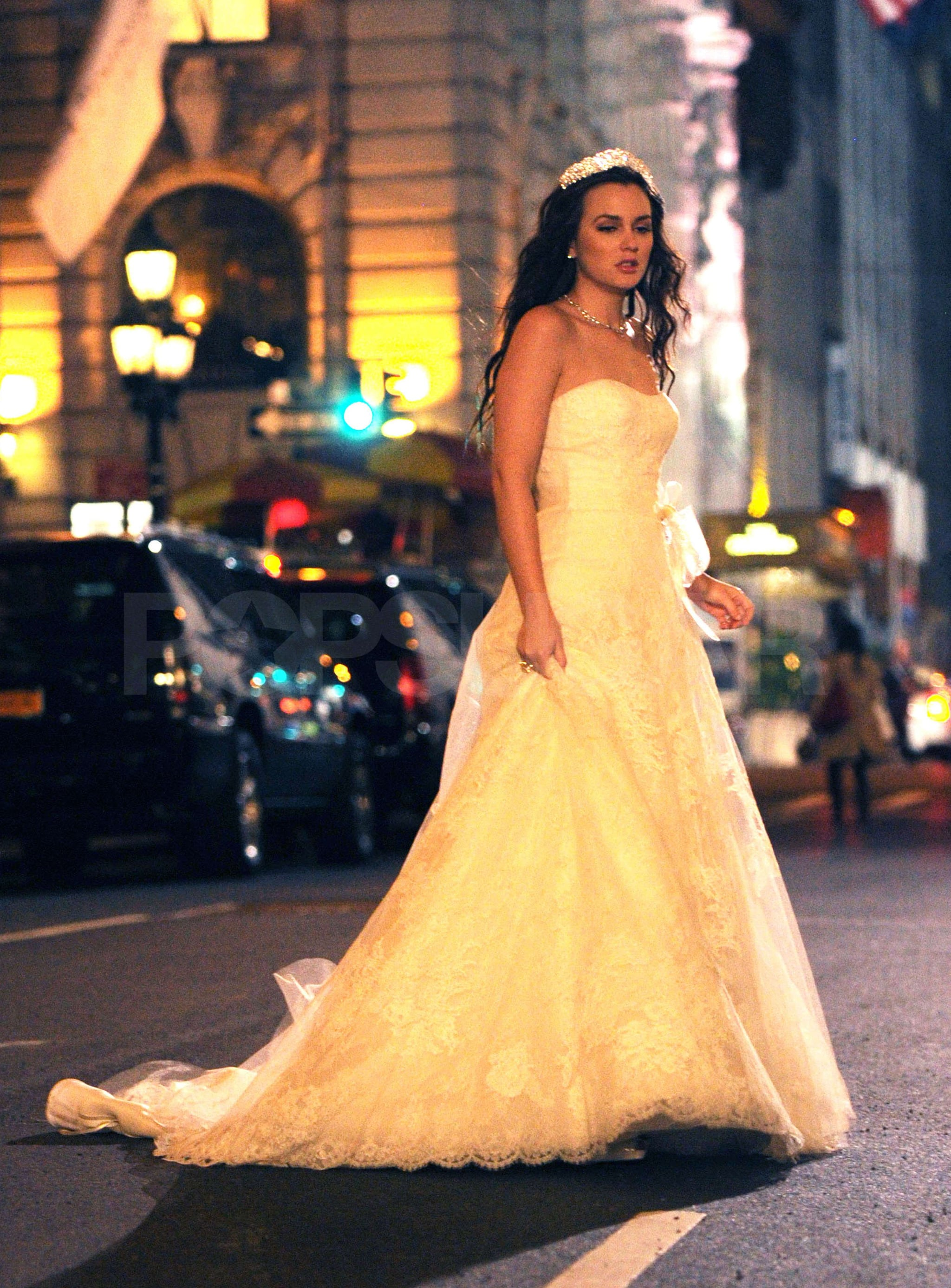 Blair waldorf wore a strapless gown see leighton for Wedding dress blair waldorf