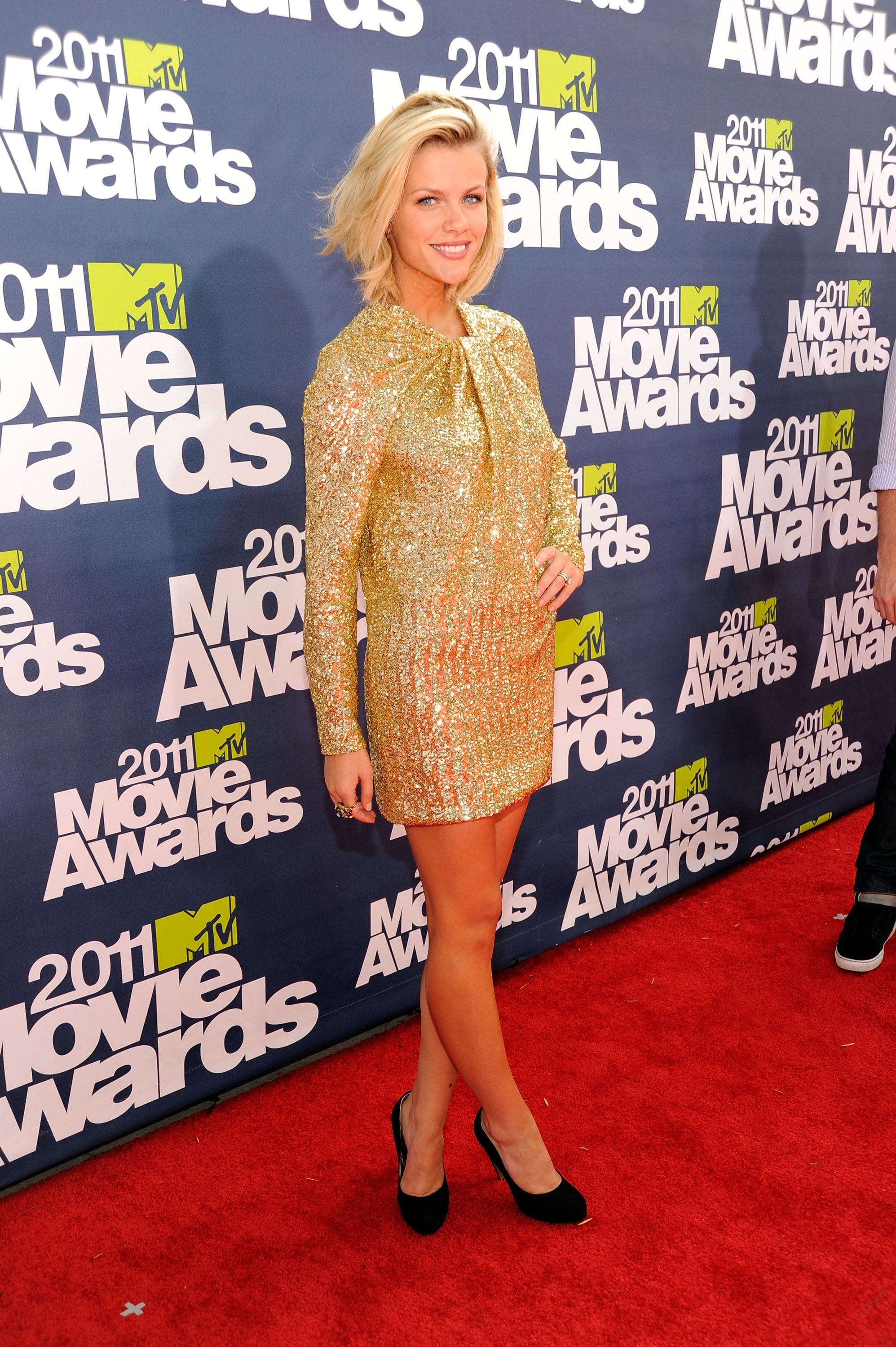 """Brooklyn Decker Sparkles and Brings """"High School BFF"""" to MTV Movie Awards"""