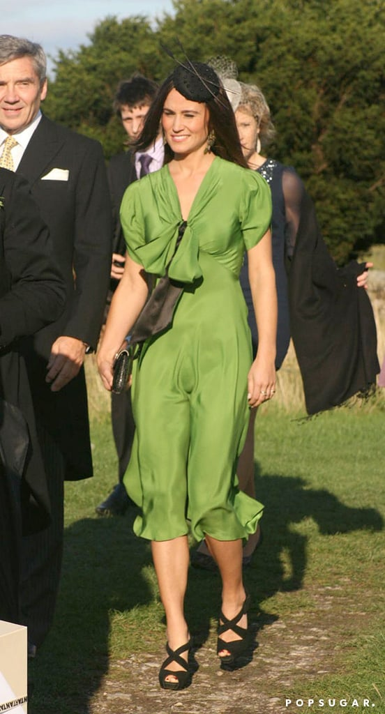 For an end-of-Summer ceremony in 2011, Pippa chose a green style accented with a front-and-center bow.