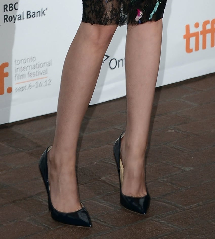 She paired her look with slick black patent leather Jimmy Choo pumps.