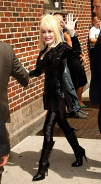 Oh Snap! Dolly Wears a Coat of Single Color to Letterman Show