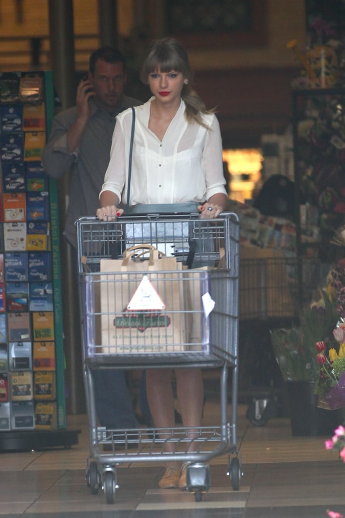 Taylor Swift pushed a grocery cart out of Bristol Farms in LA.