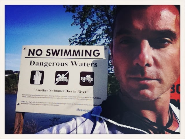 """Gavin Rossdale took a picture near a """"No Swimming"""" sign.  Source: Twitter user GavinRossdale"""