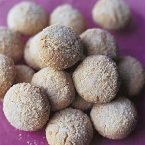 Feed Your Almond Craving With Almond Cookies