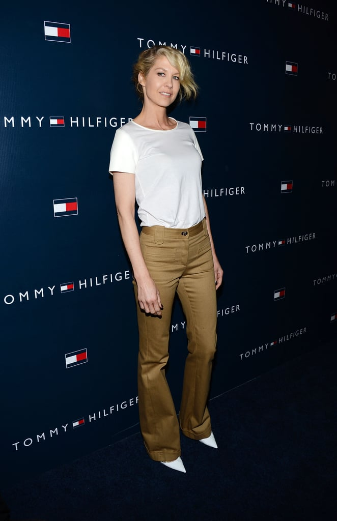 At the Tommy Hilfiger LA store opening, Jenna Elfman opted to highlight her white pointy pumps with camel-colored, wide-leg trousers and a basic white tee.