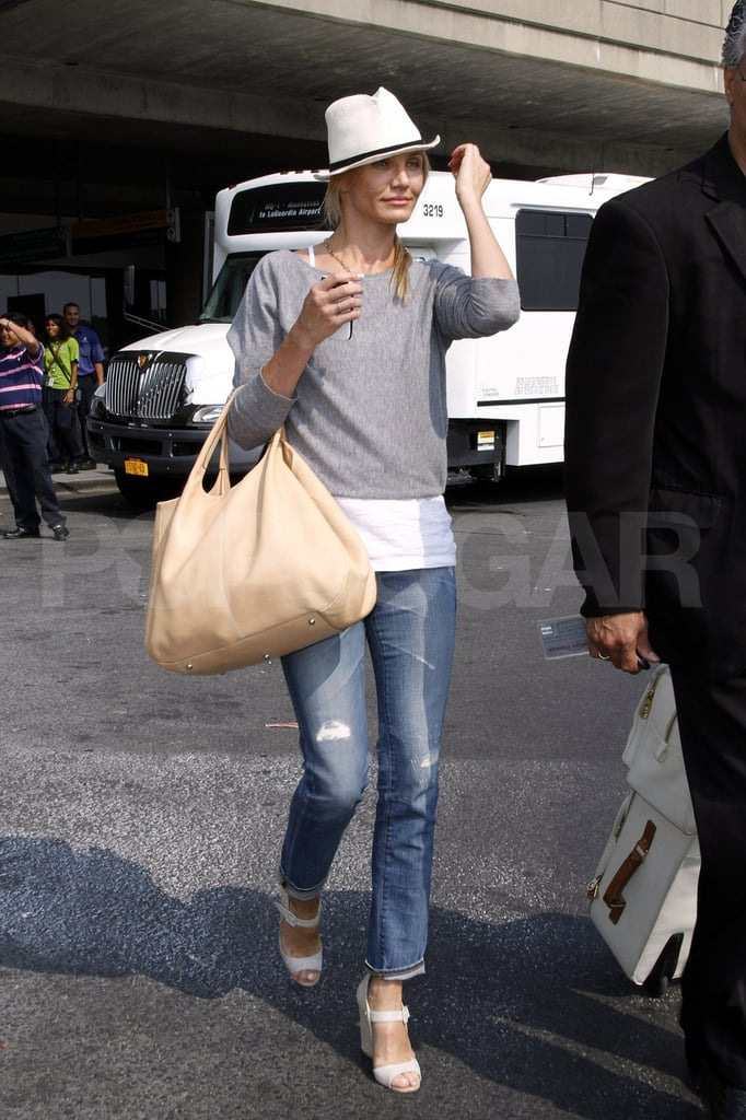 Cameron Diaz travels casually.