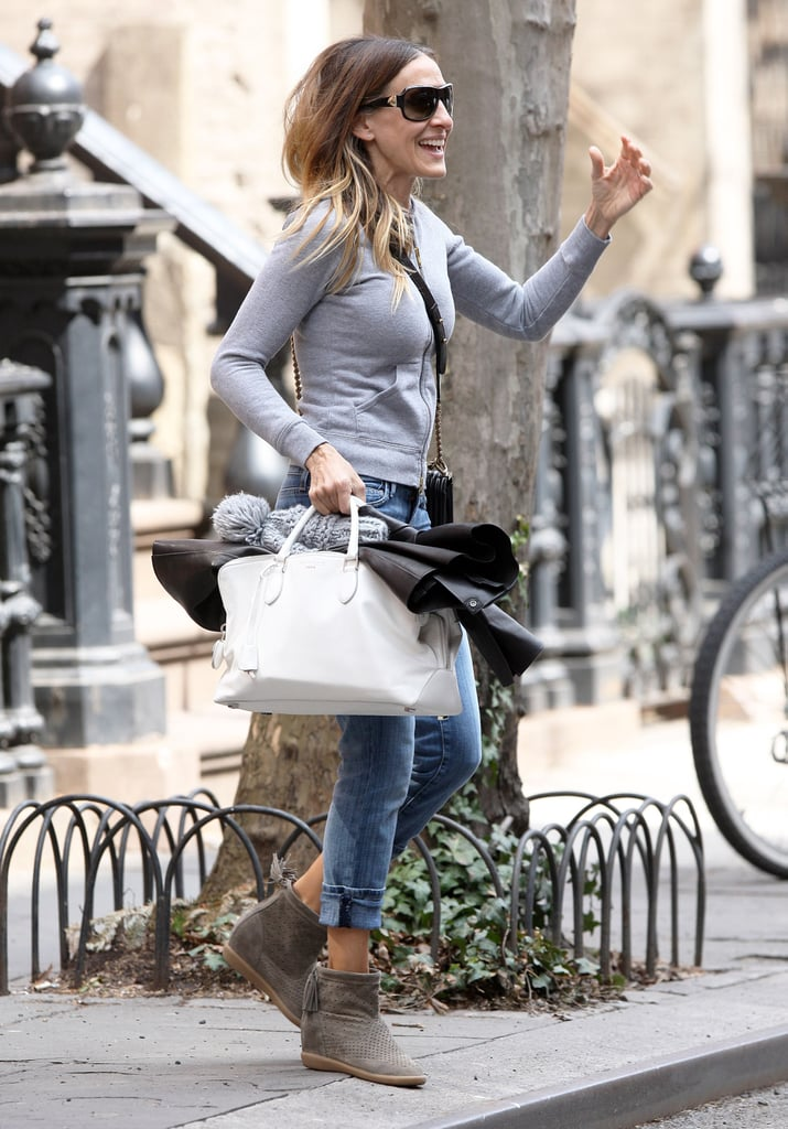 Sarah Jessica Parker made a dash for a car parked outside.