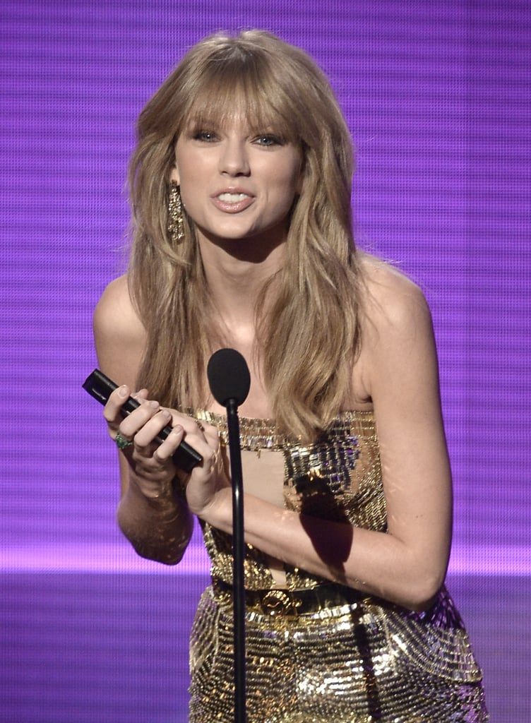 Taylor Swift Stuns in Gold at the AMAs