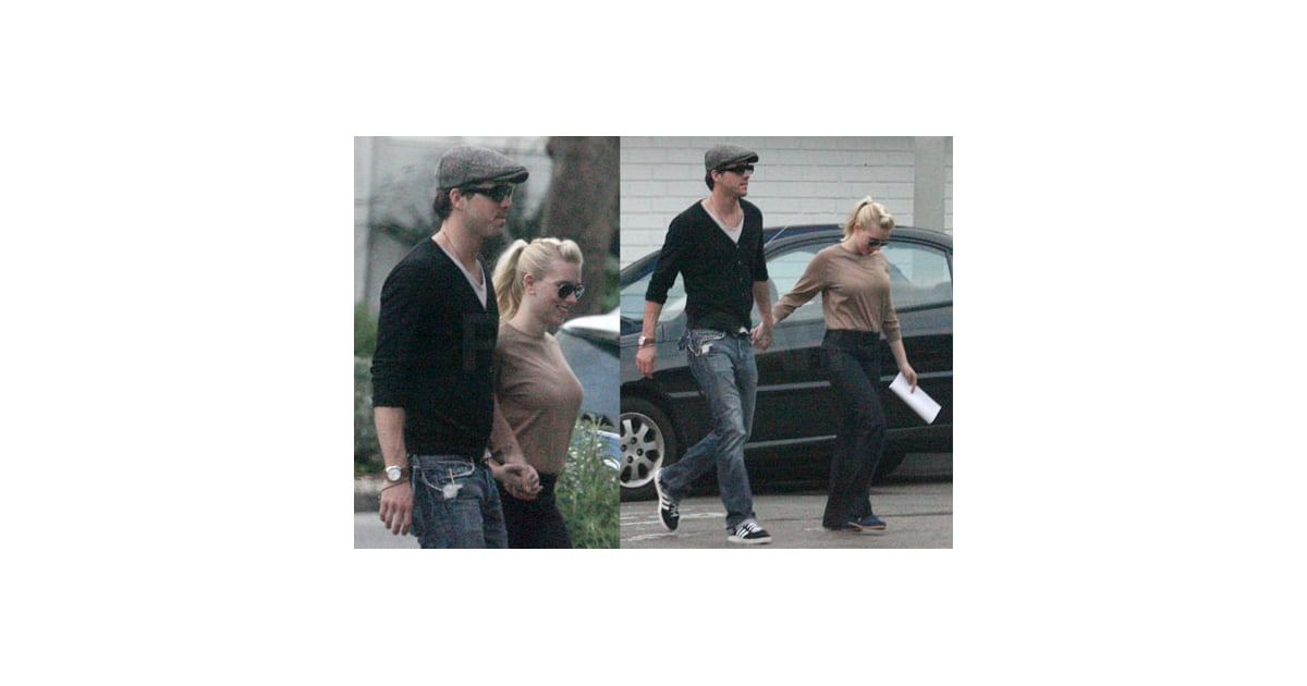 scarlett johansson engaged to - photo #31
