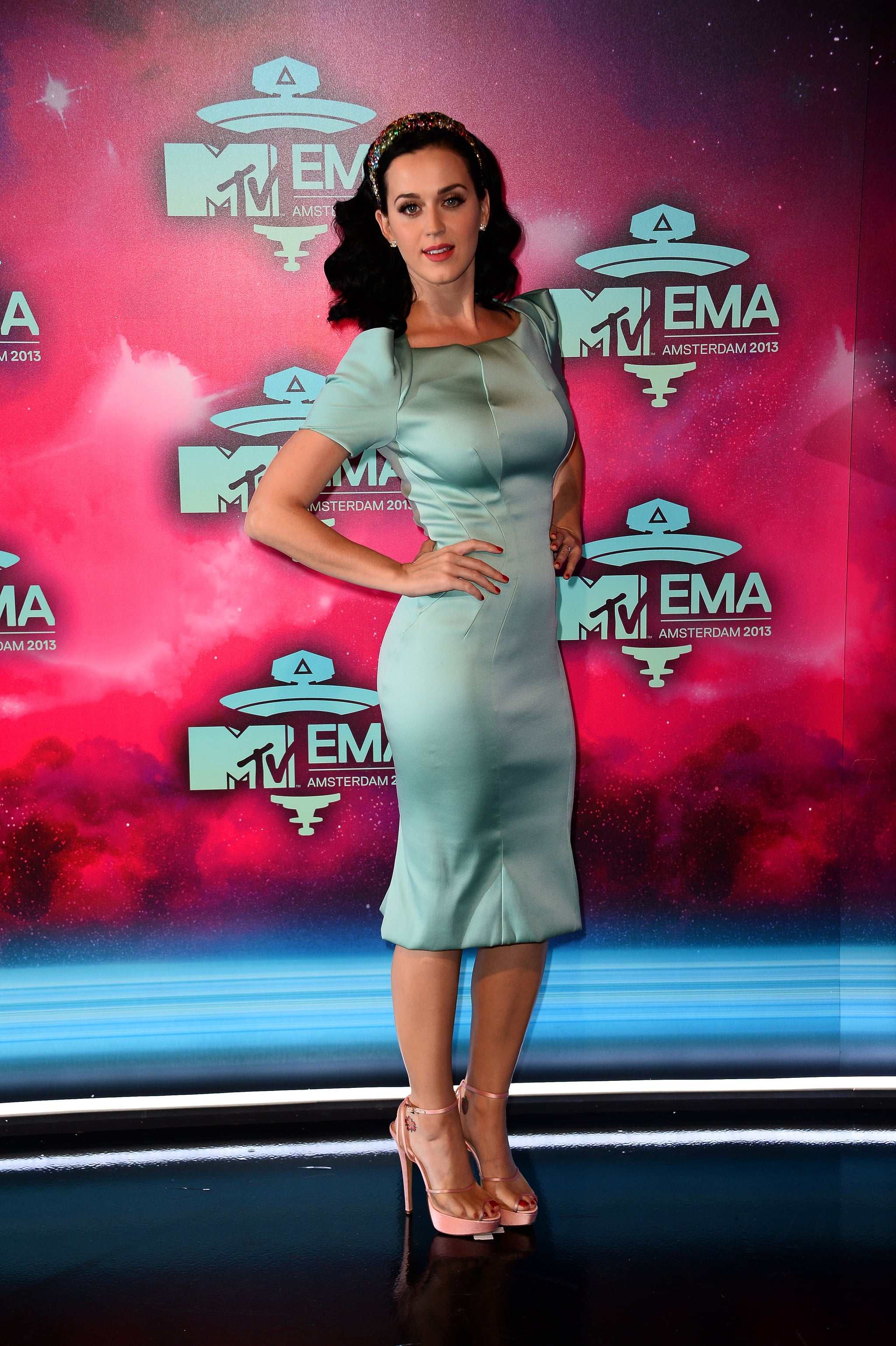 Katy Perry wore a Zac Posen dress on the red carpet.