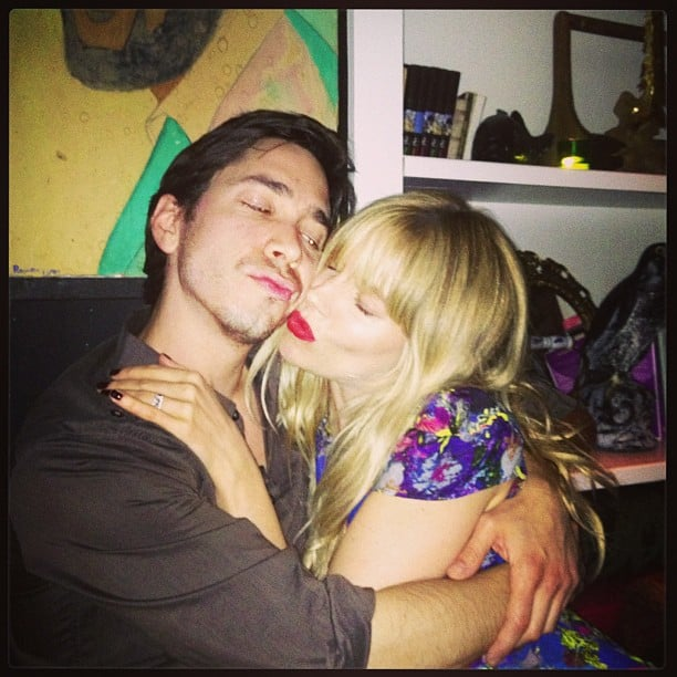 Sienna Miller cuddled up to Justin Long. Source: Instagram user siennard