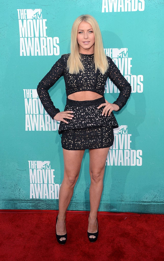 Julianne Hough showed off her midriff on the red carpet at the 2012 MTV Movie Awards.