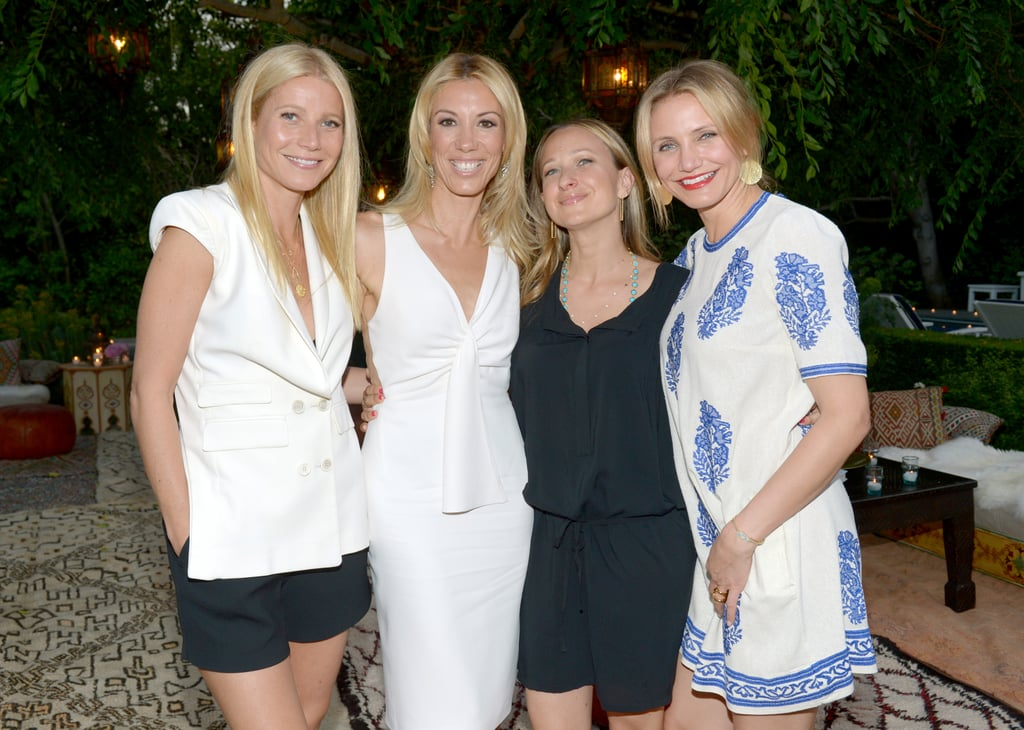 Gwyneth, Vicky, Jennifer, and Cameron huddled up for a group pic.