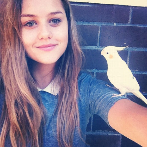 Isabelle Cornish got friendly with a bird almost as cute as her. Source: Instagram user isabellecornishh