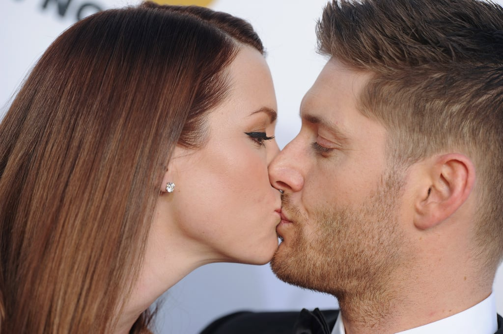Jensen Ackles and wife Danneel got kissy on the red carpet of the Critics' Choice Awards.