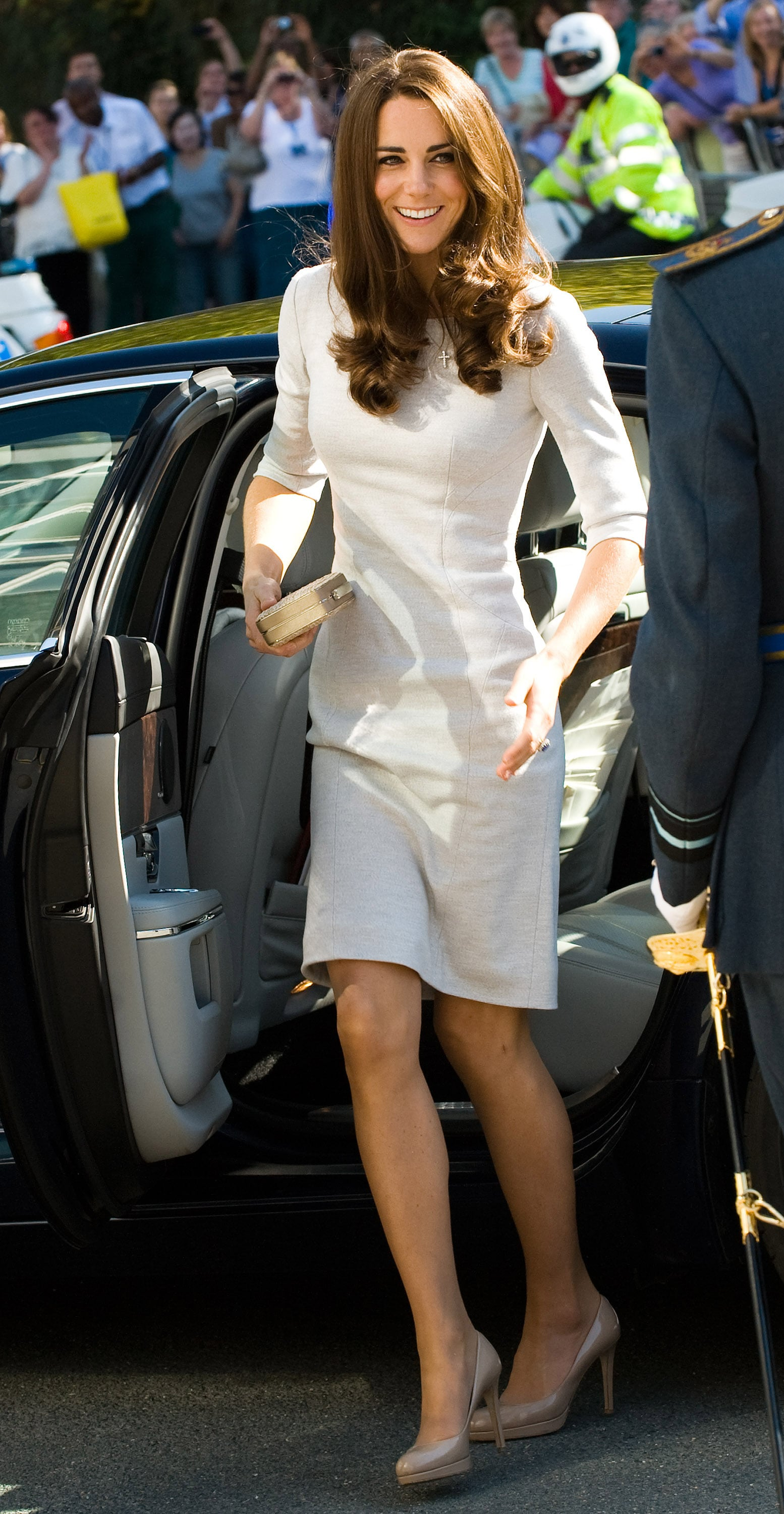 Kate Middleton fixed her dress.