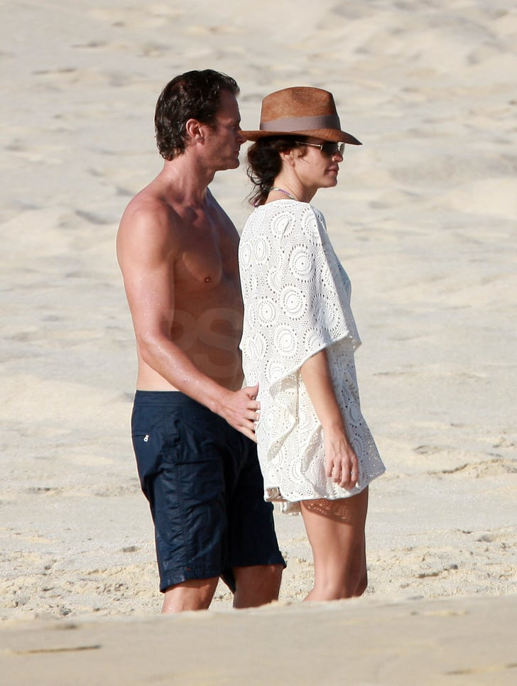 Cindy Covers Up Her Bikini to Hit the Beach in Cabo With Shirtless Rande