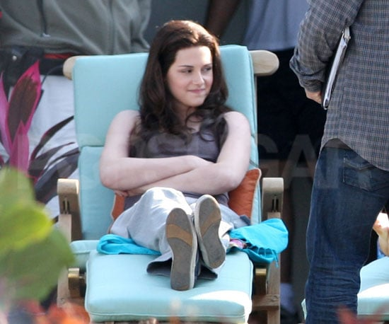 Condensed Sugar: Kristen Shows Off Her Long Locks on the Set of Eclipse