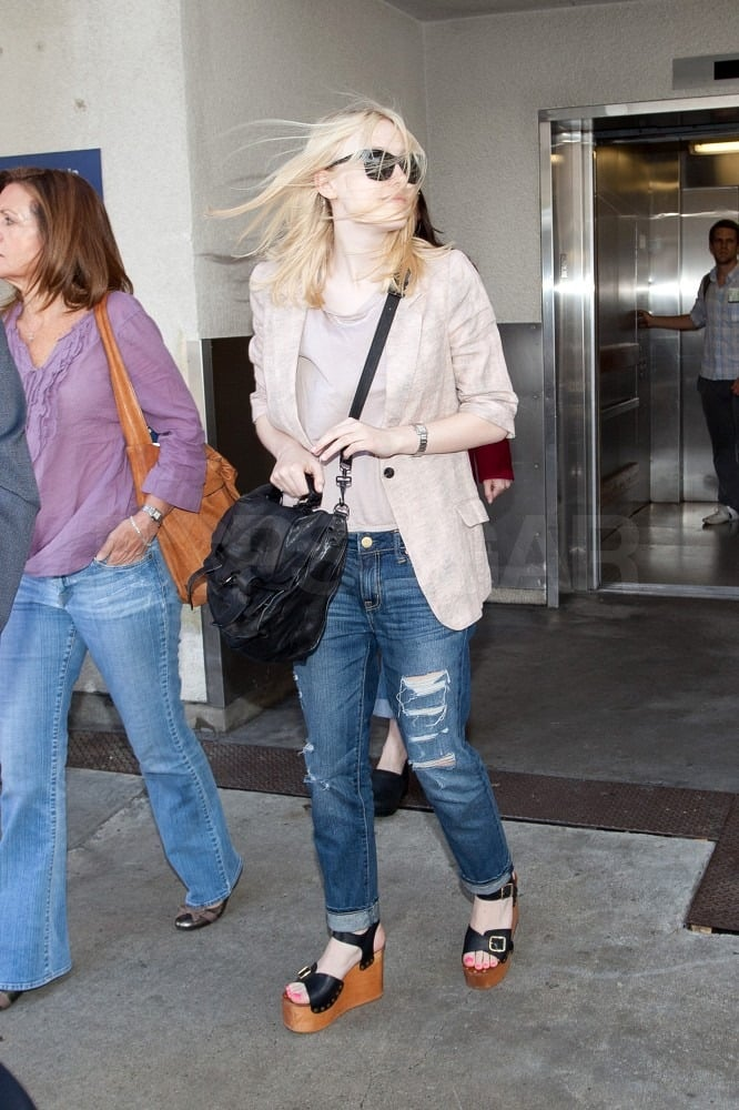 Dakota Fanning Sends Off Oprah, Then Leaves the Windy City