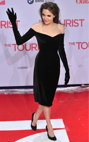 Pictures of Angelina Jolie Glove Dress 2010-12-14 12:07:36