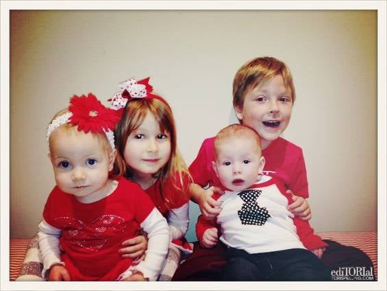 Tori Spelling managed to capture a Valentine's Day picture of all four of her kids —in coordinating outfits, too! Source: ToriSpelling.com