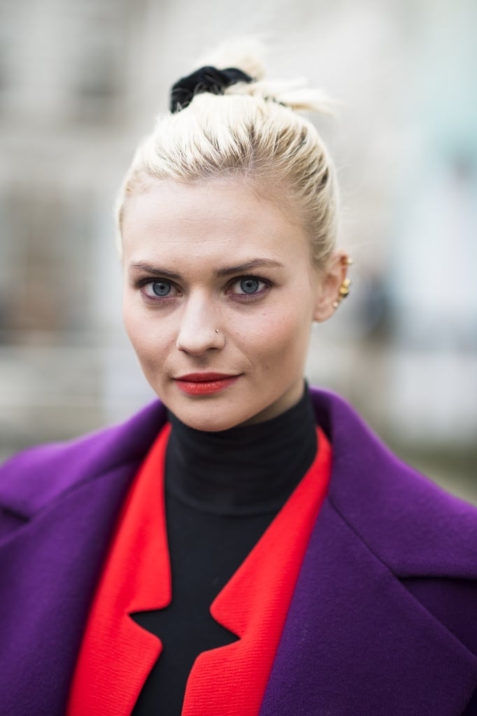 Is that a scrunchie we see? Paired with her purple liner and neon lips, Pandora Sykes was loving the '80s. Source: Le 21ème | Adam Katz Sinding