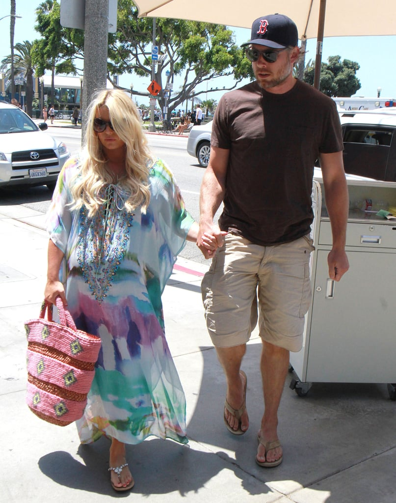 Pregnant Jessica Simpson wore a maxi dress to lunch with Eric Johnson.