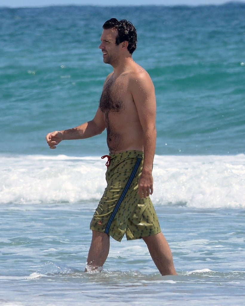 Jason Sudeikis took time to hit the beach in North Carolina this August.