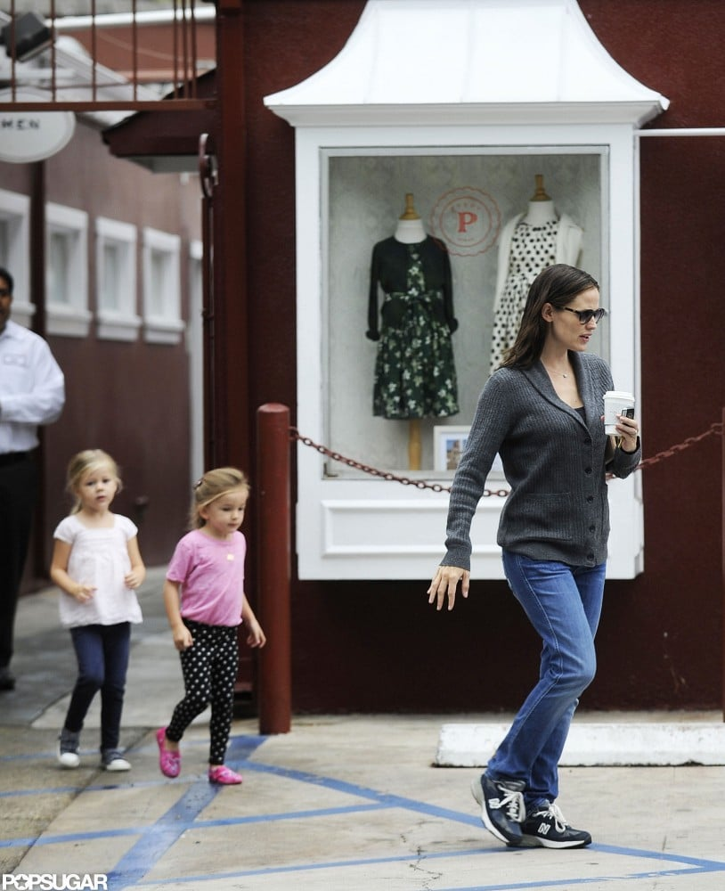 Jennifer Garner picked up coffee with Seraphina and a little friend.