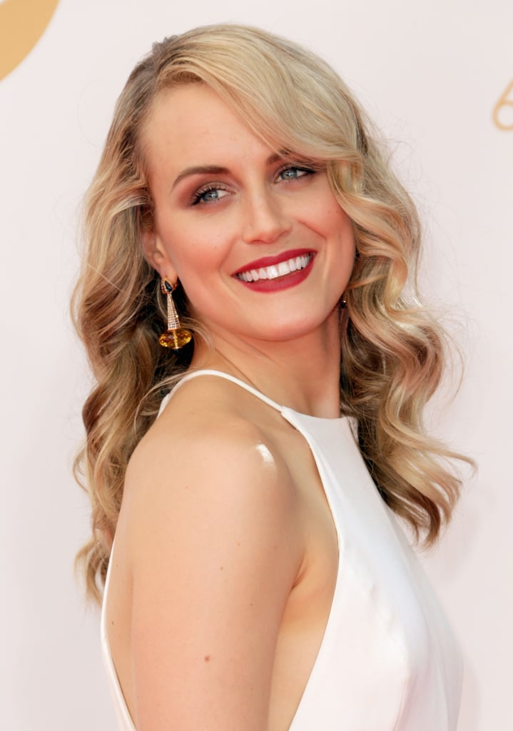 Glamorous waves and crimson lipstick were a different look for Taylor Schilling than her Orange Is the New Black character, but we're happy with the change.
