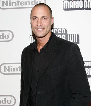 Nigel Barker Dishes Out Photography Tips at 2010 CES