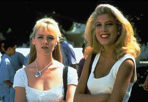 Kelly and Donna display their most iconic hairstyles in an early episode.