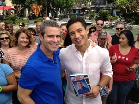 Mario Lopez interviewed Andy Cohen for Extra.  Source: Twitter user MarioLopezExtra