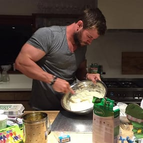 Chris Hemsworth Bakes Cake For Daughter's Birthday 2016