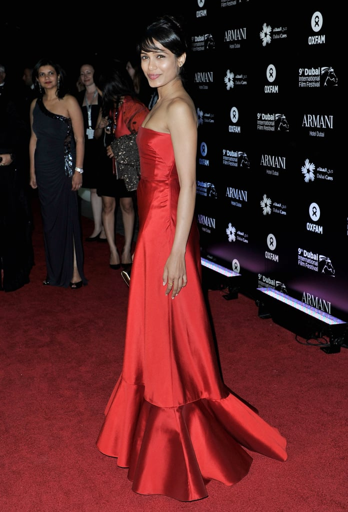 Frieda Pinto happily posed for photos on the red carpet.