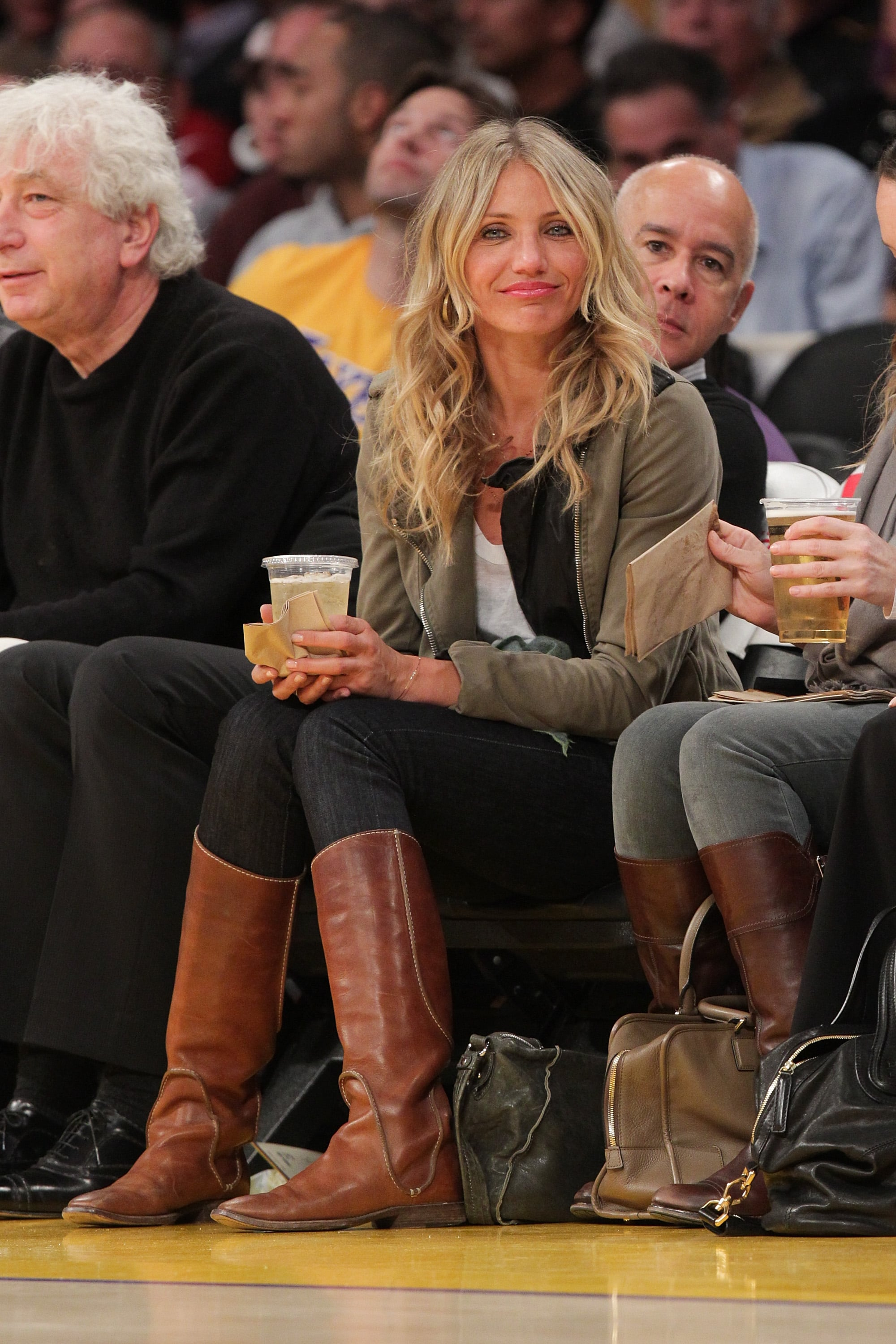 We love how relaxed Cameron Diaz looked at this January 2011 Lakers game— she wore a pair of black skinnies, an olive jacket, and brown flat boots for maximum comfort. Plus, she's got the best basketball game accessory of all: an ice-cold beer.