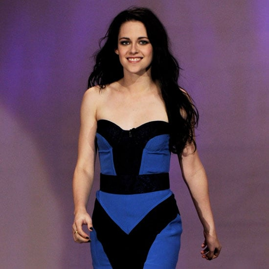 Kristen Stewart Black and Blue Dress Pictures on Tonight Show