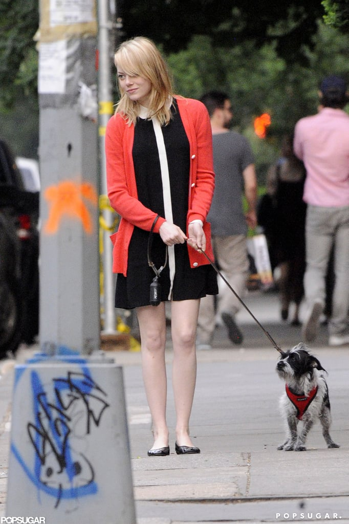 Emma Stone and her dog bid farewell to her mom after a visit in NYC.