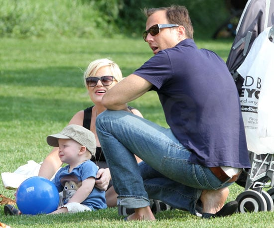 Slide Picture of Will Arnett and Amy Poehler with Archie in New York